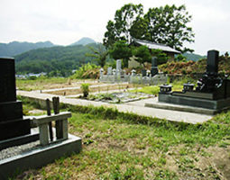龍顔寺墓地