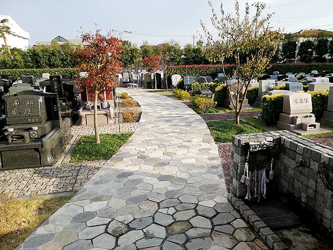 調布霊園のメインの参道